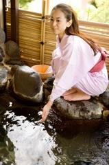 温泉が好きな女性のイメージ写真